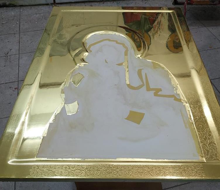 """Το εργαστήριο Orthodox Iconography """"Byzantineart"""" με την πολυετή πείρα στον τομέα τις αγιογραφίας και την επίβλεψη του αγιογράφου Κωτσιάκη κών/νου αναλαμβάνει την κατασκευή ξύλων αγιογραφίας με την κατάλληλη προεργασία ( ακρυλική η ζωική ) ώστε να ικανοποιήσουμε και τις ποιους απαιτητικούς, και να υπάρξει το ποιο τέλειο αποτέλεσμα. Επίσης αναλαμβάνουμε  και την επιχρύσωση και στίλβωμα εικόνων (επίπεδες, σκαφτές, σκαλιστές ) με φύλλα χρυσού 22k-23k-23,75, έτοιμες προς αγιογράφηση και σε οποιαδήποτε διάσταση. Για οποιαδήποτε περαιτέρω πληροφορία ή διευκρίνιση, παρακαλώ μη διστάσετε να επικοινωνήσετε μαζί μας"""